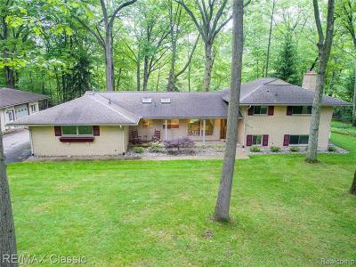 Livonia Single Family Home For Sale: 32790 Myrna Street