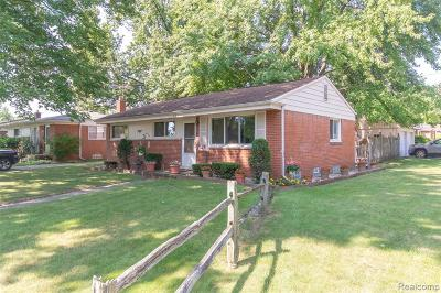 Troy Single Family Home For Sale: 663 Jamaica Drive