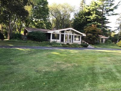 Bloomfield Twp Single Family Home For Sale: 6360 Dakota Circle