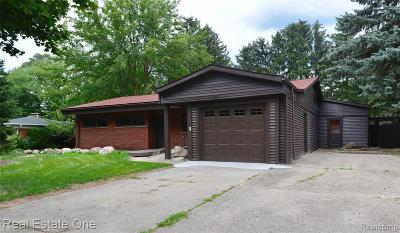 Livonia Single Family Home For Sale: 18822 Susanna Drive