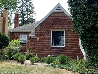 Grosse Pointe Single Family Home For Sale: 833 Rivard Boulevard
