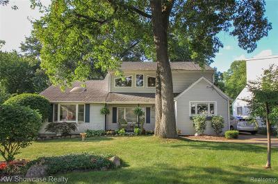 Commerce Twp Single Family Home For Sale: 7970 E Farrant Street E