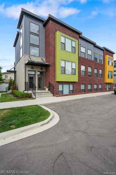 Royal Oak Condo/Townhouse For Sale: 1230 Diamond Court