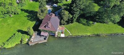 St Clair Shores, Roseville, Fraser, Harrison Twp Single Family Home For Sale: 25610 N River Road