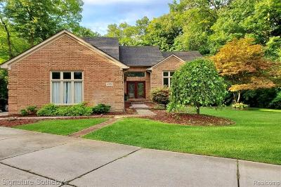 Commerce Twp Single Family Home For Sale: 1952 Hampshire Court