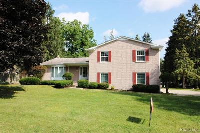 Bloomfield Twp Single Family Home For Sale: 2735 Aldgate Drive