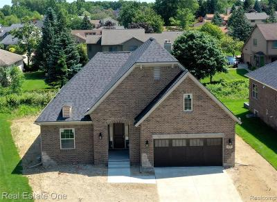 West Bloomfield Twp Condo/Townhouse For Sale: 6831 Heirloom Circle