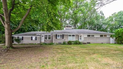 Dearborn Heights Single Family Home For Sale: 6723 Parkway Circle