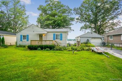 Single Family Home For Sale: 8972 Rushside Dr