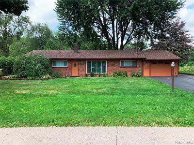 Waterford Twp, Commerce Twp, Walled Lake, Northville, Novi Single Family Home For Sale: 1693 Ashstan Drive