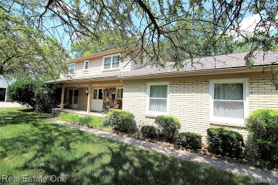 Farmington Hills Single Family Home For Sale: 33610 Oak Point Circle