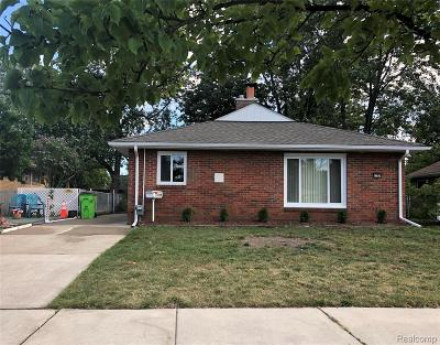 Clinton Twp, Harrison Twp, Roseville, St. Clair Shores Single Family Home For Sale: 15338 Petrie Street