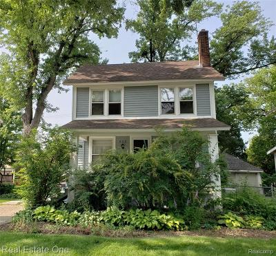 Royal Oak Single Family Home For Sale: 223 E Lawrence Avenue