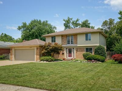 Macomb County, Oakland County, Wayne County Single Family Home For Sale: 44054 N Umberland Circle