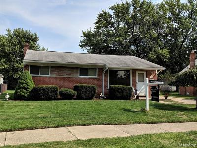 Wayne County, Oakland County Single Family Home For Sale: 6866 Mohican Lane