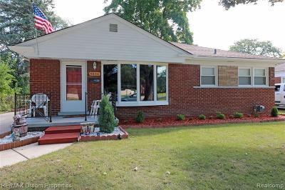 Livonia Single Family Home For Sale: 9836 Farmington Road
