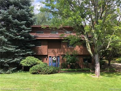 Highland Twp Single Family Home For Sale: 1951 Harvey Lake Road