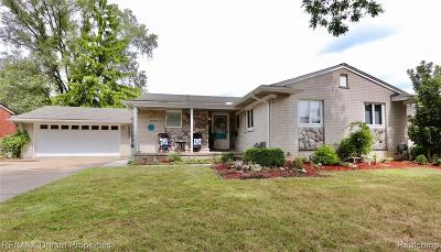 Livonia Single Family Home For Sale: 30256 Brookview