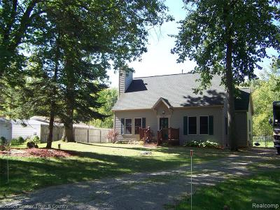 Single Family Home For Sale: 10085 Walnut Shores Drive