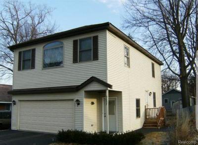 Keego Harbor, Sylvan Lake Single Family Home For Sale: 3057 Moss Street