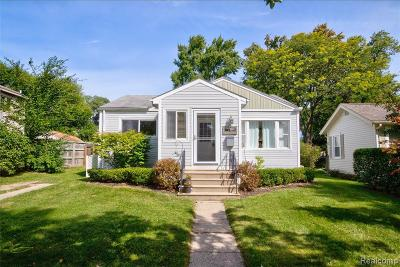 Rochester Single Family Home For Sale: 716 Renshaw Street