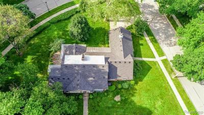 Dearborn Single Family Home For Sale: 401 River Lane
