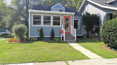 Royal Oak, Ferndale, Berkley, Clawson, Pleasant Ridge Single Family Home For Sale: 530 E Lewiston Avenue
