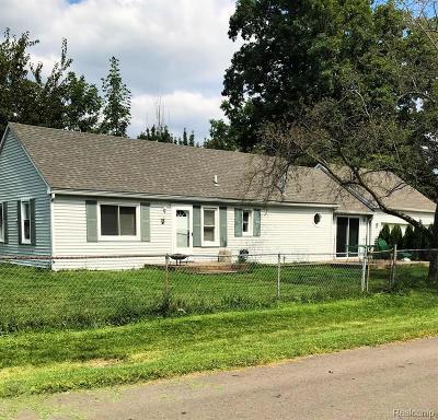 Keego Harbor, Sylvan Lake Single Family Home For Sale: 2910 Stennett Street