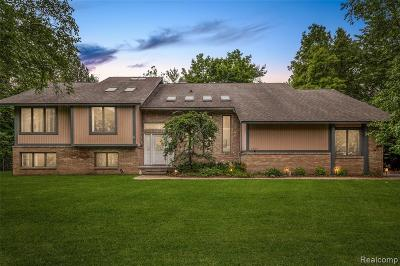 Bloomfield Twp Single Family Home For Sale: 1895 Marie Circle