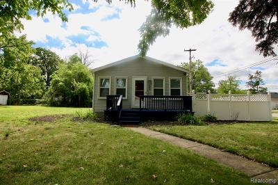 Royal Oak, Ferndale, Berkley, Clawson, Pleasant Ridge Single Family Home For Sale: 2000 Guthrie Avenue