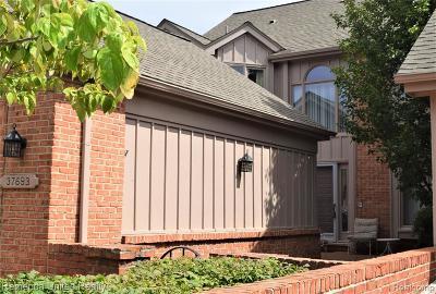 Farmington Hills Condo/Townhouse For Sale: 37693 Russett Drive