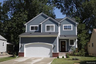 Oak Park Single Family Home For Sale: 24302 Sherman Street