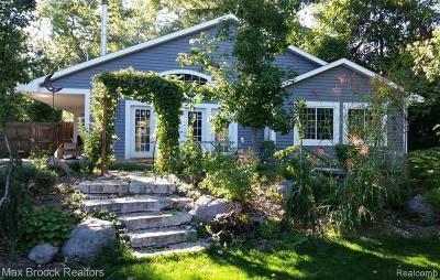 Clawson Single Family Home For Sale: 629 S Batchewana Avenue