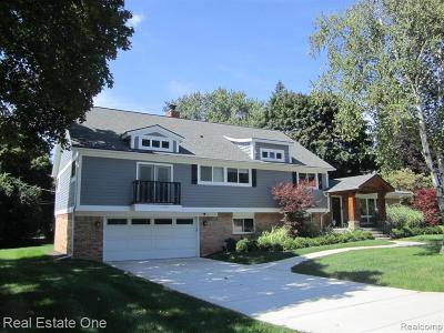 Bloomfield Twp Single Family Home For Sale: 6976 Woodbank Drive