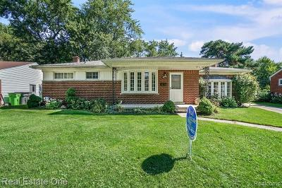Macomb County Single Family Home For Sale: 36026 Larchwood Street