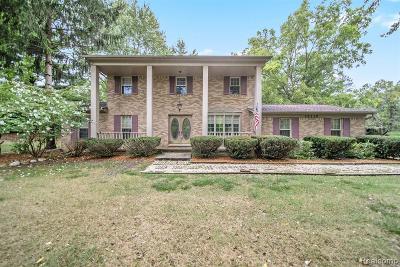 Farmington Hills Single Family Home For Sale: 26110 Hidden Valley Drive