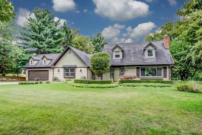 Rochester Hills Single Family Home For Sale: 1076 Avon Circle E