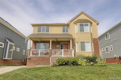 Berkley Single Family Home For Sale: 2091 Oakshire Avenue