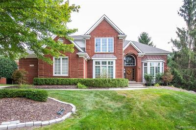 Rochester Hills Single Family Home For Sale: 1974 Barrington Court
