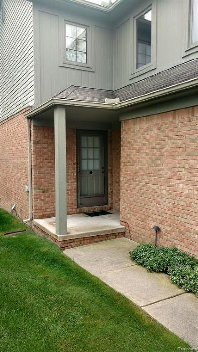 Shelby Twp Condo/Townhouse For Sale: 4916 Royal Cove Drive #12