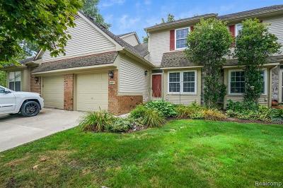 Novi Condo/Townhouse For Sale: 30877 Jasper Ridge #147