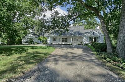 Bloomfield Hills Single Family Home For Sale: 662 Bennington Drive