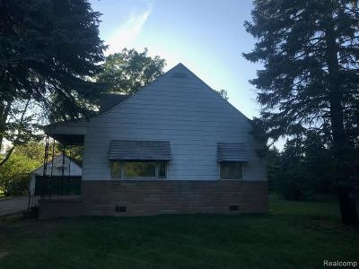 Macomb County Single Family Home For Sale: 35327 Utica Road