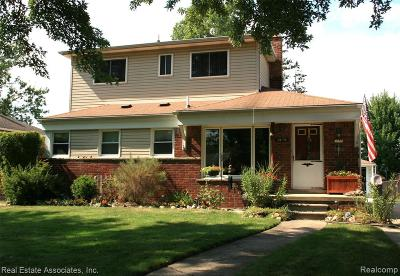 Livonia Single Family Home For Sale: 28170 N Clements Circle