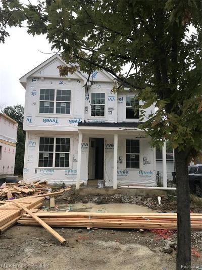 Berkley Single Family Home For Sale: 3580 Oakshire Avenue