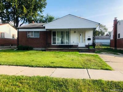 Oakland County, Macomb County, Wayne County Single Family Home For Sale: 844 Bernie Lane
