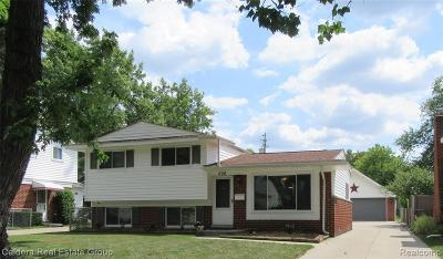 Clawson Single Family Home For Sale: 506 Langley Boulevard