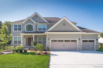 Oakland County Single Family Home For Sale: Charitoo Ridge