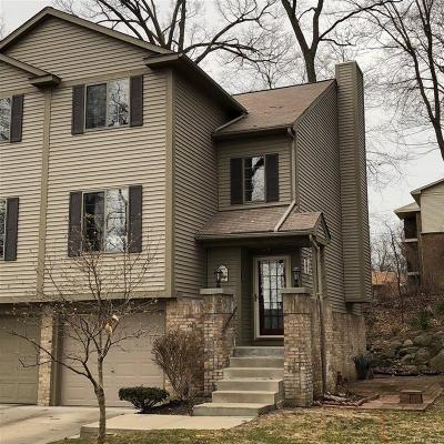 Waterford Twp Condo/Townhouse For Sale: 7121 Colonial Oaks