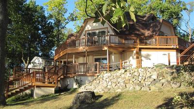 Fenton Single Family Home For Sale: 15370 Jennings